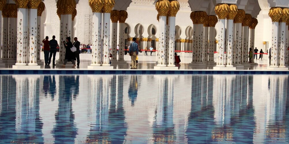 Visiting the Sheikh Zayed Grand Mosque with Kids | Discover the UAE | OurGlobetrotters