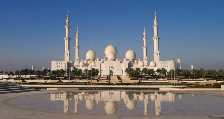 Plan your visit to the Sheikh Zayed Grand Mosque