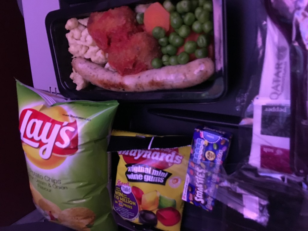 The kiddy meal on board Qatar | Mistakes to avoid flying with toddlers | OurGlobetrotters.Com