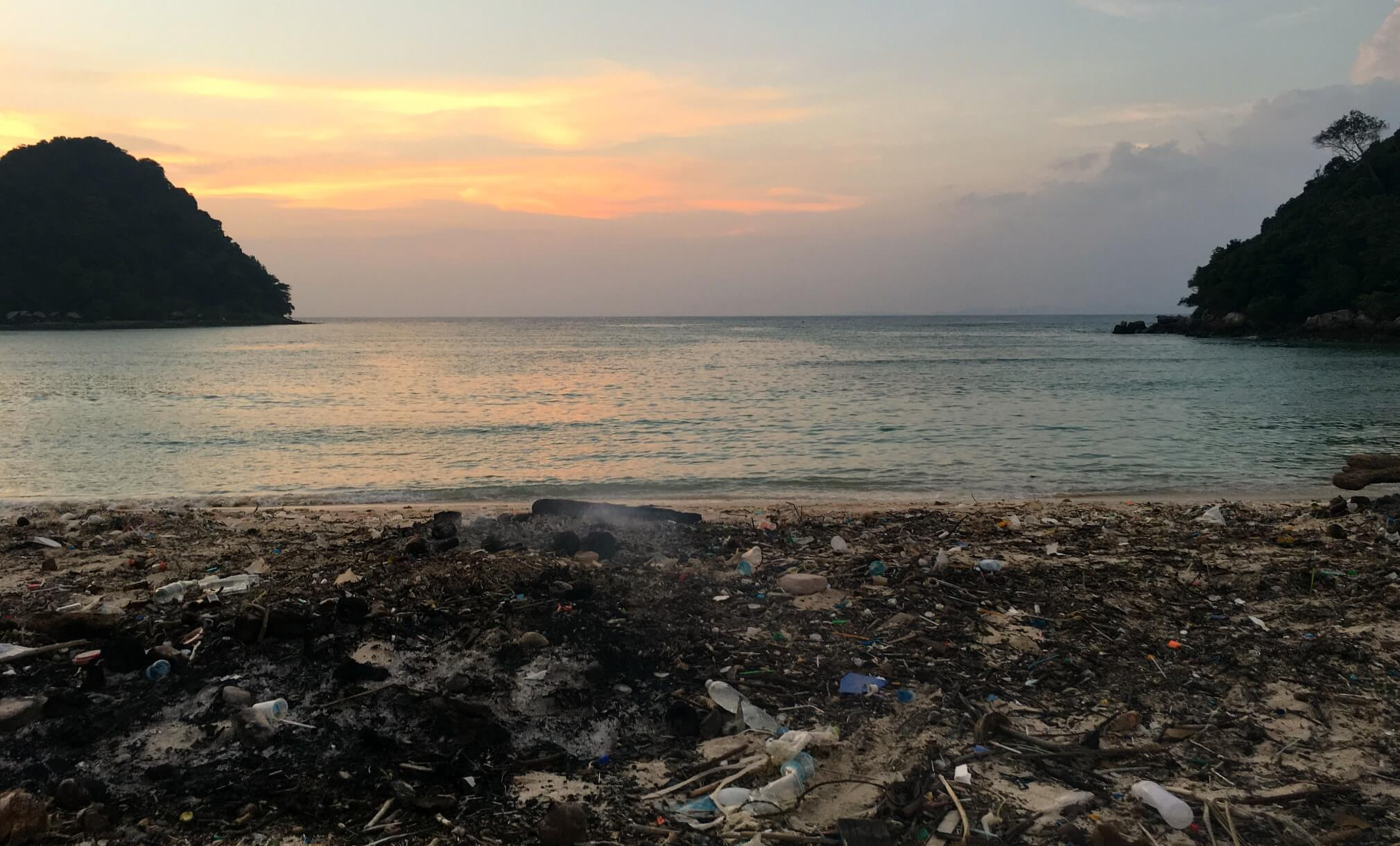 Phi Phi Islands - Loh Lana Bay and water pollution problems