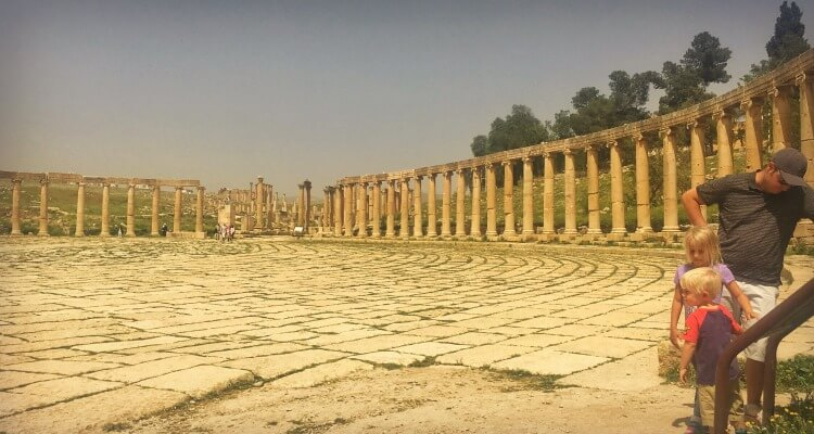 Exploring the ancient city Jerash Jordan with Kids | our Globetrotters Middle East Adventures
