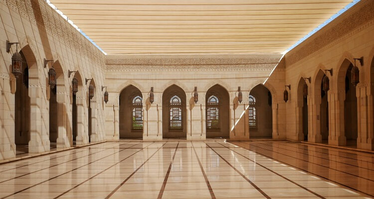 Inside the Sultan Qaboos Grand Mosque | How to tour Oman by road | A first-timers guide to visiting top tourist destinations in Oman