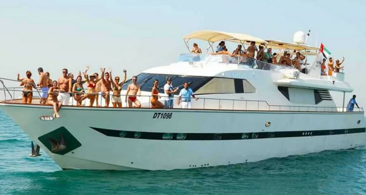 Yacht cruise | Dubai Best Attractions | Our Globetrotters
