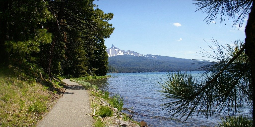 Best US Cycling Destinations Diamond Lake Oregon