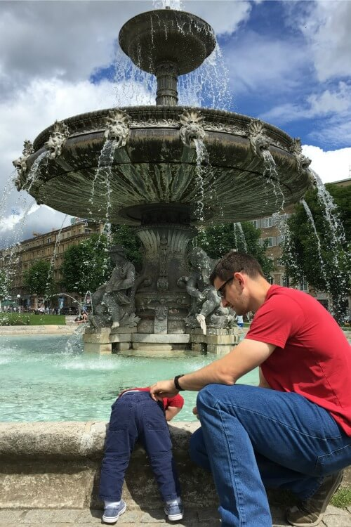 Schlossplatz Fountain | How to spend 24 hours in Stuttgart, Germany with Kids | Explore My City Guest Post on Our Globetrotters