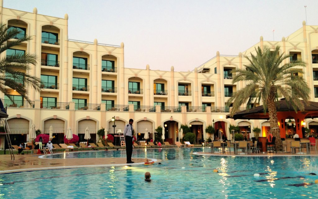 Al Ain Rotana Hotel swimming pool - good family accommodation choice in the centre of Al Ain UAE
