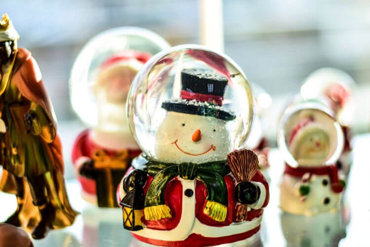 Shopping for your ornaments, trees and other christmas supplies in Abu Dhabi is getting easier