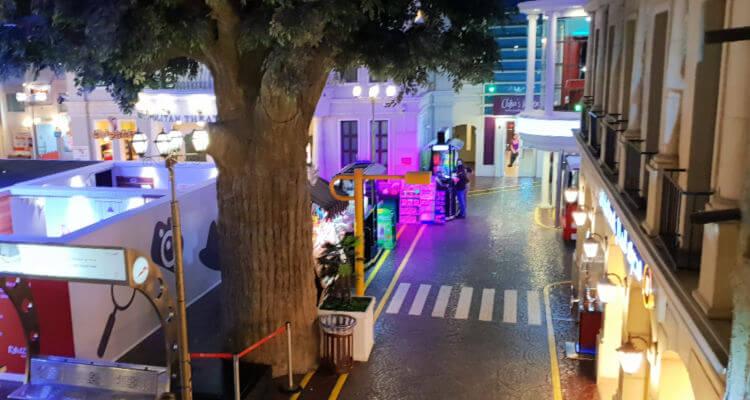 Kidzania Dubai Review | street view from below