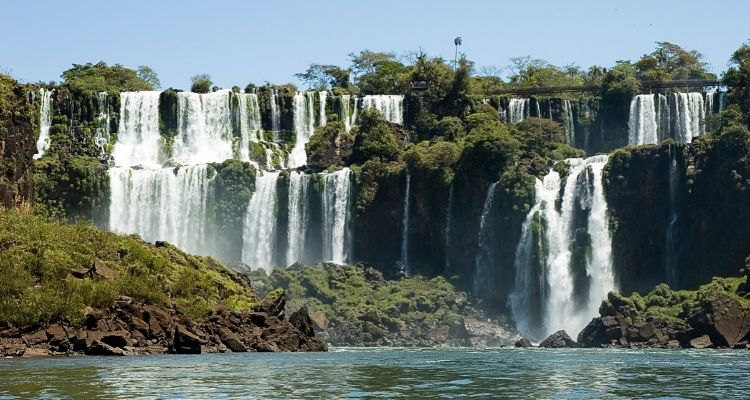 This image has an empty alt attribute; its file name is Iguaza-Falls-Argentina.jpg