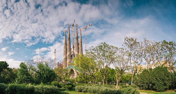 Barcelona Sagrad Familia and lush green park