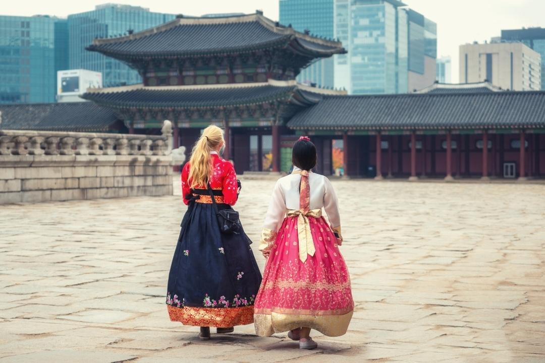 Women wearing traditional Hambok in Seoul